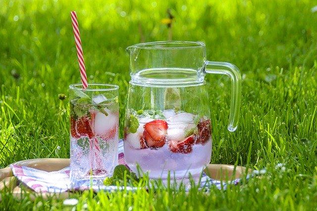 dzbanek i szklanka